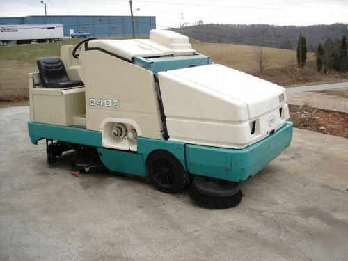 Tennant 8400 Ride On Floor Scrubber Amp Sweeper Clean